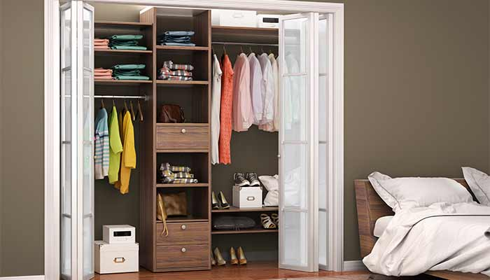 closet with bifold doors
