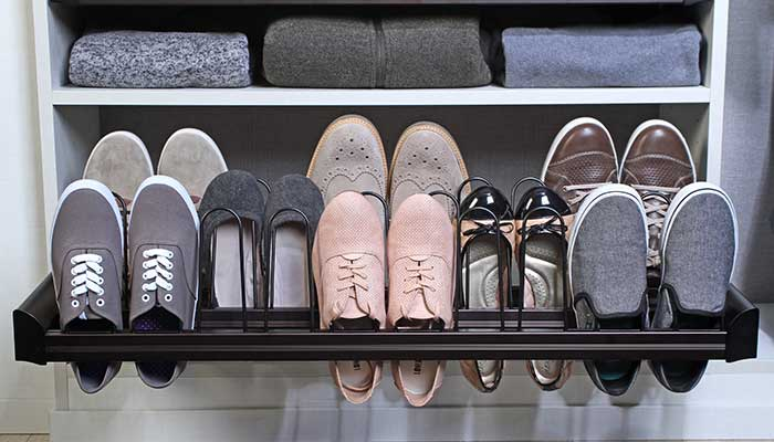 Pull-out shoe rack in closet
