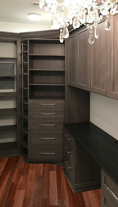 walk-in closet with 360 Organizer in Breakwater thermally fused laminate with 360 Organizer