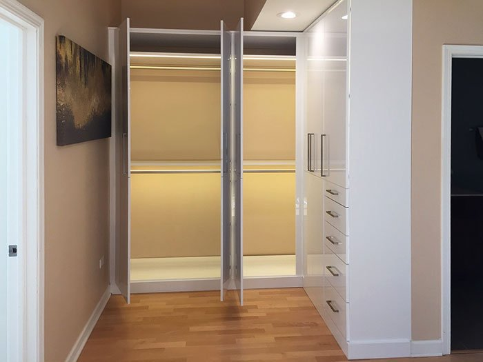 Gentil L Shaped Closet System With Custom Closet Lighting Solutions