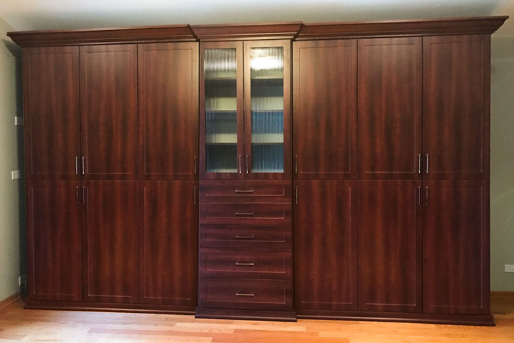 Custom Bedroom Closet Wardrobes With Reeded Glass Inserts