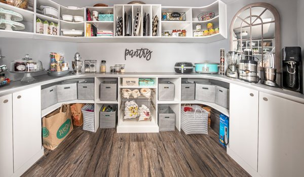 walk in pantry closet with pantry accessories