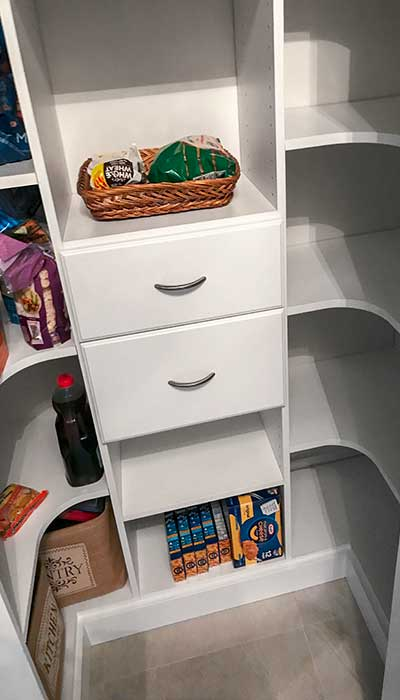 Elegante drawer fronts in pantry