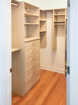 summer breeze walkin closet with shaker mission drawers