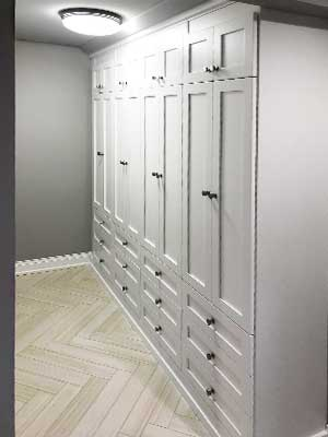 mudroom wall unit with doors and drawers