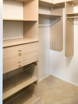 walk in entry closet design in summer breeze