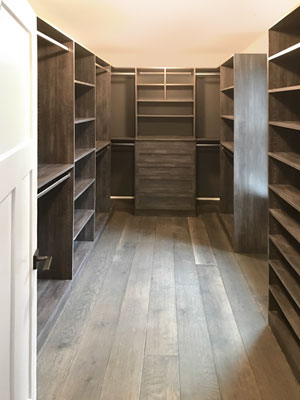walk in closet in Vintage laminate