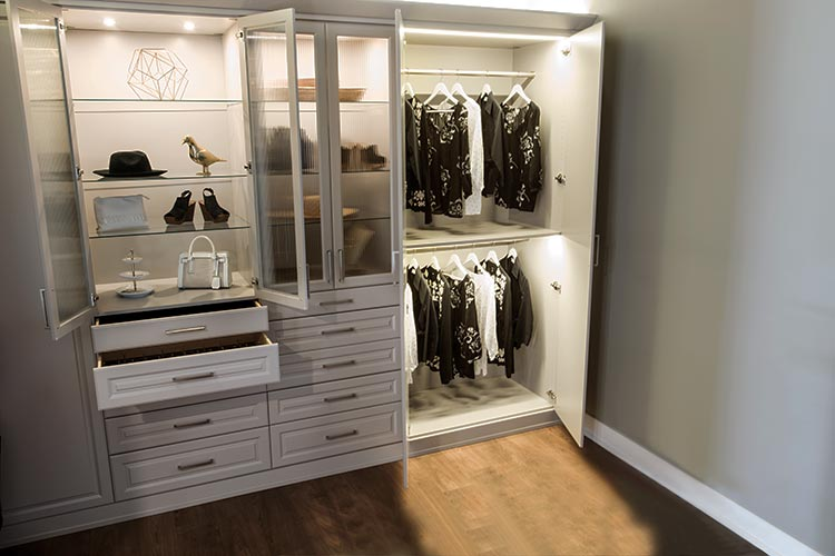 closet remodeling with lighting system