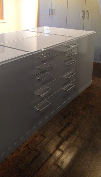 Closet island in high gloss gray laminate