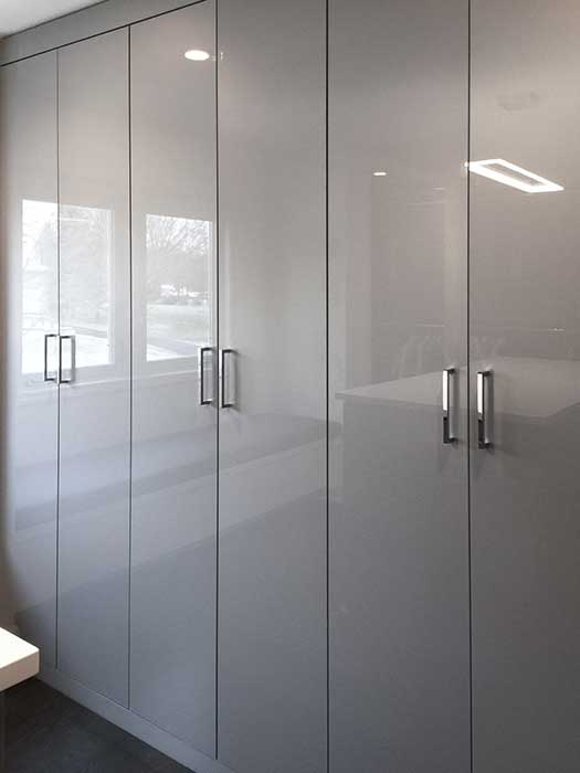 Wardrobe in gray high gloss finish