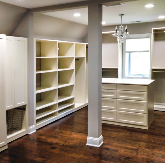 Walk-in master closet in ivory thermally fused laminate (TFL)