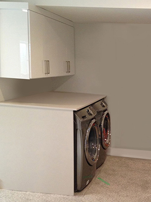 custom high gloss laminate laundry room view 2