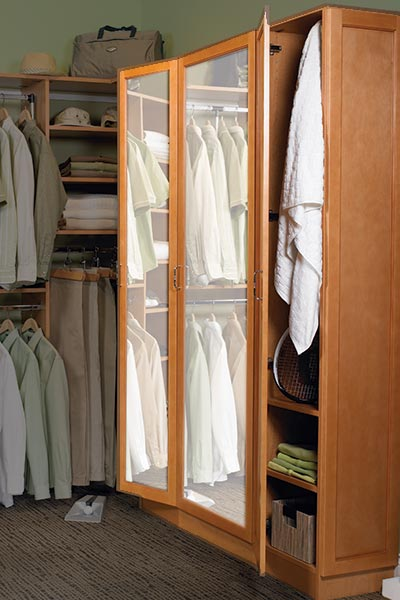 walk-in closet with 3-way mirror